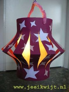 Zelf een lampion knutselen, latern Diy Crafts For Kids, Arts And Crafts, Paper Crafts, All Things Christmas, Kids Christmas, Hanging Star Light, Halloween Lanterns, Chinese Lanterns, Light Crafts