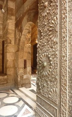 Metal door to a madrasa in Cairo, from the Mamluk era. Art Et Architecture, Islamic Architecture, Amazing Architecture, Architecture Details, Arabesque, Color Secundario, Islamic Art, Beautiful Places, Doors