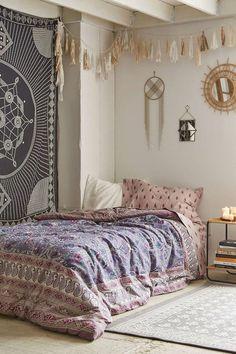décoration chambre ado fille de style bohème, déco et linge de lit ethnique