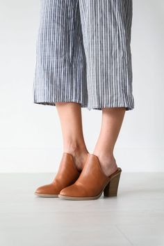 check out d6aac 73710 Whiskey Clogs Chaussure, Sabots, Whisky, Talons Hauts, Tenues, Christian  Louboutin,