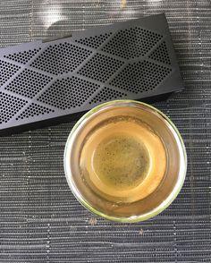 No quarter #ledzeppelin #jawbone #coffee #minijambox #ilederé #bluetooth #chillin