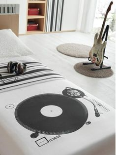Sweet DJ turn table bedspread. #dj #djculture #bedding http://www.pinterest.com/TheHitman14/dj-culture-vinyl-fantasy/