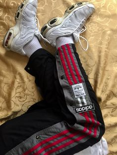 #Balenciaga #Vetements #Kappa #Adidas  #Nike #Hypebeast #Vintage #Streetwears #CalvinClein #Reebok #TommyHilfiger #Puma #Calabasas #Yeezy #KanyeWest #PurposeTour #JustinBieberStyle #Sportswear  #casa.de.streetwear #brandwho #bapeshark #asics #umbro #levi's #vintage #vintagewear #offwhite #supreme #oldskool #gucci #louısvouitton #vans #facesandplaces