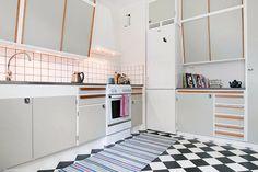 Hur hitta den perfekta ljusgrå färgen till köksluckorna? Som inte blir blå, grön eller lila? Eller för mörk.