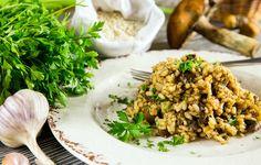 Η λιωμένη γραβιέρα και το βούτυρο Χωριό δίνουν σε αυτό το ριζότο τη χαρακτηριστική του γεύση και υφή. Για τους λάτρεις των μανιταριών και όχι μόνο!