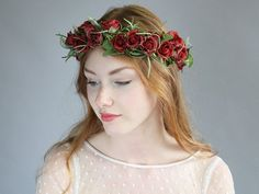 Flores para el pelo - ♥ Rosas Rojas ♥ Corona de flores ♥ - hecho a mano por LolaWhite en DaWanda #boda #novia #novio #invitadas #invitados #bodasDIY #DaWanda #hechoamano #weddings #manualidades #bodashandmade #handmade