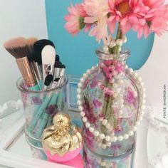Adoramos a penteadeira da @ingridnah!: pincéis da Beauty, fragrância Nina Ricci, flores e muito turquesa! ❤ #apaixonadas #thebeautybox