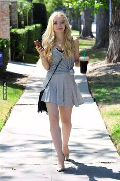 Dove Cameron (Closed rp) *Is walking around because she just left Starbucks and looks at her phone,but she doesn't see you walking on the other side of the side walk and bumps into you dropping her drink* Oh I'm so sorry. *looks up at you*- Dove Dove Cameron Bikini, Beautiful Legs, Beautiful Women, Beautiful Images, Dove Cameron Style, Beauté Blonde, Chloë Grace Moretz, Pernas Sexy, Actrices Sexy