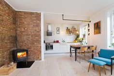 Åpen kjøkkenløsning med peis <3 Best Location, Kitchen Design, Real Estate, Backyard, House Design, Living Room, Interior Design, Bedroom, Table