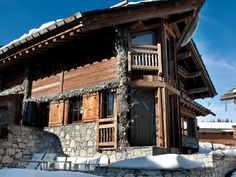 Pictures and guide Chalet Carat is an upscale luxury chalet located in the lovely ski resort of Courchevel Built amidst the snowy environment Courchevel 1850, Travel And Tourism, House Design, Cabin, France, Vacation, Mansions, Luxury, House Styles
