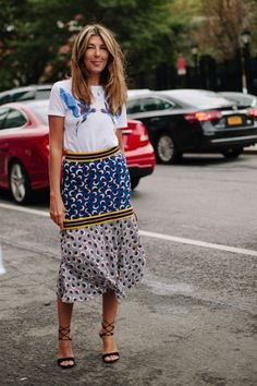 What better than silk printed skirts and casual t-shirts?