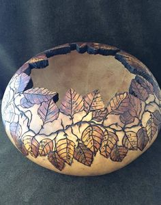 Wood-Burning Patterns for Gourds - Bing images Decorative Gourds, Hand Painted Gourds, Wood Burning Patterns, Wood Burning Art, Halloween Gourds, Gourds Birdhouse, Pulp, Found Art, Yarn Bowl