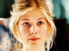 Jane Bennett (Rosamund Pike) of Pride & Prejudice Rosamund Pike, Bennet Sisters, Jane Austen Movies, Pride And Prejudice 2005, Beautiful People, Beautiful Women, Gone Girl, Actors & Actresses, Blond