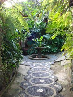 http://hometrendy.org/garden-pathway-design-ideas/romantic-garden-pathway-design-ideas