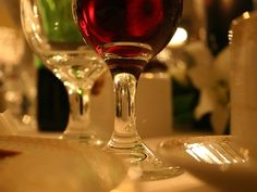 Cómo catar un vino tinto Wine Recipes, Gourmet Recipes, Wine Drinks, Alcoholic Drinks, White Wine, Red Wine, Wine Design, Growing Grapes, Best Places To Eat