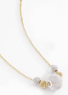 89761e5f502b Fino collar con cadena delgada y dijes en color blanco y dorado en forma de  filigrana