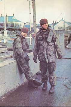 British paratroopers, The falklands war Military Police, Military Weapons, Military Uniforms, Canadian Army, British Army, South Georgia Island, Marine Commandos, Parachute Regiment, Falklands War