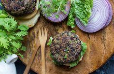 Quinoa Black Bean Veggie Burgers Recipe - Peas and Crayons Healthy Meals For Two, Super Healthy Recipes, Easy Healthy Breakfast, Delicious Vegan Recipes, Easy Healthy Dinners, Healthy Foods To Eat, Meatless Recipes, Vegetable Recipes, Diet Recipes
