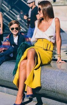 Comment ajouter du jaune à votre look estival? Une série de street styles et…