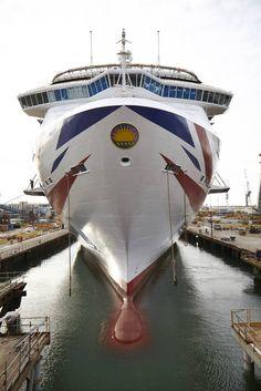 P & O Cruises: Union Jack di 94 metri sullo scafo di Britannia