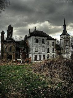 discovered on imgfave.com. To me places that are abandoned always have a story to tell. Eerie feeling. The Incensewoman
