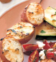 Red Potato Skewers with Garlic and Mustard - Bon Appétit Grilled Vegetable Recipes, Healthy Grilling Recipes, Easy Healthy Recipes, Grill Recipes, Supper Recipes, Appetizer Recipes, Appetizer Party, Appetizers, Foil Pack Meals