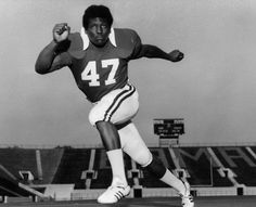 Alabama football is loaded with Hall of Famers, All-Americans and award winners from Lee Roy Jordan to Mark Ingram. Sporting News picked the 10 best Crimson Tide players of all time. Lee Roy Jordan, Derrick Thomas, Tuscaloosa Alabama, Julio Jones, San Diego Chargers, University Of Alabama, Alabama Football, Alabama Crimson Tide, Roll Tide