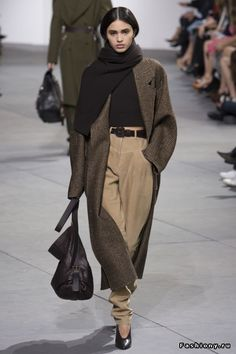 >>>Michael Kors OFF! >>>Visit>> Michael Kors Collection Fall 2017 Ready-to-Wear Collection Photos - Vogue Estilo Fashion, Fashion Moda, Fashion Week, Fashion 2017, New York Fashion, Trendy Fashion, Runway Fashion, High Fashion, Fashion Outfits