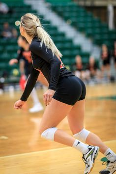 Female Volleyball Players, Women Volleyball, Gossip Girl Blair, Most Beautiful Bollywood Actress, Girls Golf, Beautiful Athletes, Pose Reference Photo, Sporty Girls, Female Poses