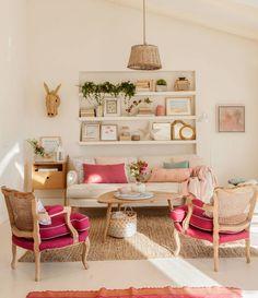 salón-tonos-fucsia-y-sofá-ikea 487103 O. Con una librería tipo hornacina Small Living Rooms, Living Room Sofa, Living Room Interior, Living Room Decor, Deco Furniture, Recycled Furniture, Home Furniture, Pink Room, Home Decor Inspiration