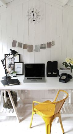 Nice scandinavian style home office with touch of yellow in the home office that can be easily replaced Small Home Offices, Home Office Space, Home Office Design, Home Office Decor, Home Decor, Office Ideas, Office Nook, Desk Space, Office Furniture