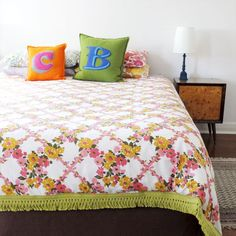 Make a duvet cover from 2 flat sheets~where was this tutorial when I needed it? now i know where it is!