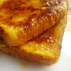 Maple French Toast - a great way to kick the day off or as a midnight snack   #breakfast #bread #frenchtoast #frenchtoastrecipe #eggybread #maplesyrup #maplefrenchtoast #foodiehub #stalebread