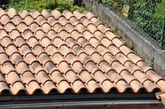 #Halbeschale: Coppo di Domenica in der #Farbe Siena Invecchiato Siena, Roof Tiles, Nun, Architectural Materials