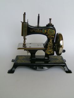 ❤✄◡ً✄❤ Antique sewing machine ❤✄◡ً✄❤ EARLY CASIGE NO 13 CAST IRON TOY SEWING MACHINE