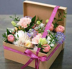 Image of vintage floral arrangements … – World of Flowers Deco Floral, Arte Floral, Floral Design, Vintage Floral, Flower Box Gift, Flower Boxes, Flowers In A Box, Ikebana, Fleur Design