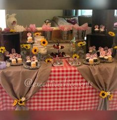 Bo and sam graduation di 2019 picnic baby showers, bbq party decorations, d Baby Q Shower, Baby Shower Themes, Bridal Shower, Shower Ideas, Bbq Party Decorations, Baby Shower Decorations, Picnic Theme, Western Parties, Couple Shower