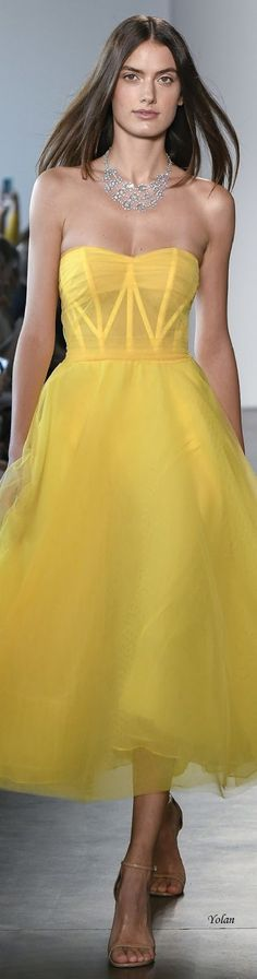 Pamella Roland Frühling Sommer 2019 Ready to Wear - Damen Mode Party Fashion, High Fashion, Fashion Show, Womens Fashion, Yellow Fashion, Colorful Fashion, One Shoulder Dress Long, Strapless Dress Formal, Formal Dresses