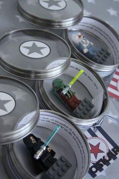 Thema Star Wars für den Jungsgeburtstag mit Star Wars Einladungen und Lichtschwerter basteln