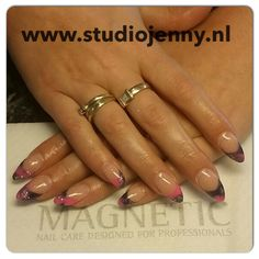 French manicure with a special nail art twist - By Studio Jenny