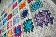 Custom Order Colorful Granny Square Baby Afghan por tillietulip