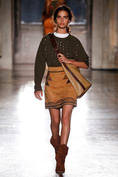 The complete Alberta Ferretti Resort 2019 fashion show now on Vogue Runway. Boho Chic, Royal Blue Outfits, Catwalk Fashion, Women's Fashion, Fashion 2018, Fashion Brands, Couture Accessories, Vogue Russia, Alberta Ferretti