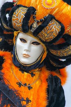 Great outfit | Flickr - Photo Sharing! Venetian Carnival Masks, Carnival Of Venice, Costume Carnaval, Carnival Costumes, Mardi Gras, Venitian Mask, Costume Venitien, Venice Mask, Beautiful Mask