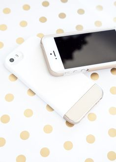 Glamming Up our iPhones with Elago cases