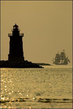 Breakwater lighthouse in Lewes, Delaware and the Kalmar Nyckel!