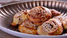 Bollos de canela (Kanelbullar) - Nina Olsson - Receta - Canal Cocina Doughnut, Biscuits, French Toast, Muffin, Eat, Cooking, Breakfast, Desserts, Recipes