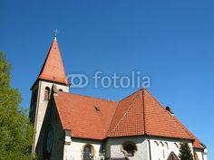 Kreuz auf der Kirchturmspitze der evangelischen Kirche in Helpup bei Oerlinghausen in Ostwestfalen-Lippe am Teutoburger Wald
