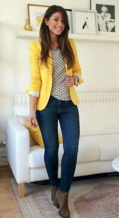 I love the yellow blazer combined with jeans. A great causal look Gorgeous outfit for the office with blue jeans and yellow blazer Outfit Jeans, Yellow Jeans Outfit, Jeans Outfit For Work, Comfy Work Outfit, Women Blazer Outfit, Colored Jeans Outfits, Blazer Outfits For Women, Casual Blazer Women, Woman Outfits