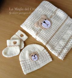 This set will be a perfect gift for any newborn or baby. It has it all - delicate pattern soft fabric and eye-catching Teddy Bear crocheted aplique. Crochet Beanie Pattern, Crochet Bear, Baby Blanket Crochet, Crochet For Kids, Free Crochet, Crochet Patterns, Crochet Hats, Newborn Crochet, Baby Set
