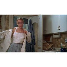 Chloë Sevigny in 'The Last Days of Disco' (1998), directed by Whit Stillman. #ChloeSevigny #TheLastDaysOfDisco #WhitStillman